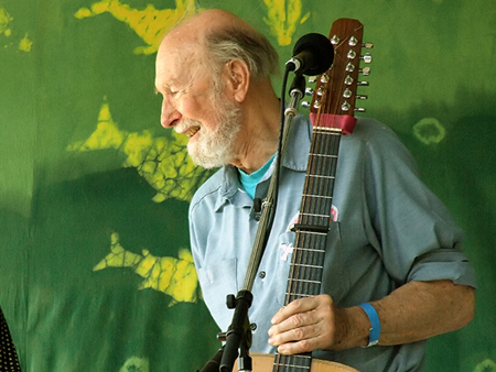 Pete Seeger, June 2007, by Anthony Pepitone.  CC-by-SA-3.0